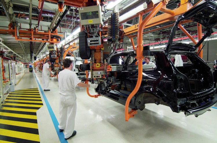 半导体材料紧缺 多家车企面临停产危机
