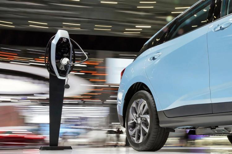 连续第6年 中国新能源汽车产销全球居首