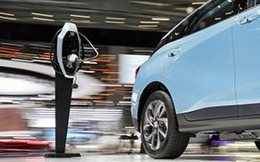 中国新能源汽车产销全球居首