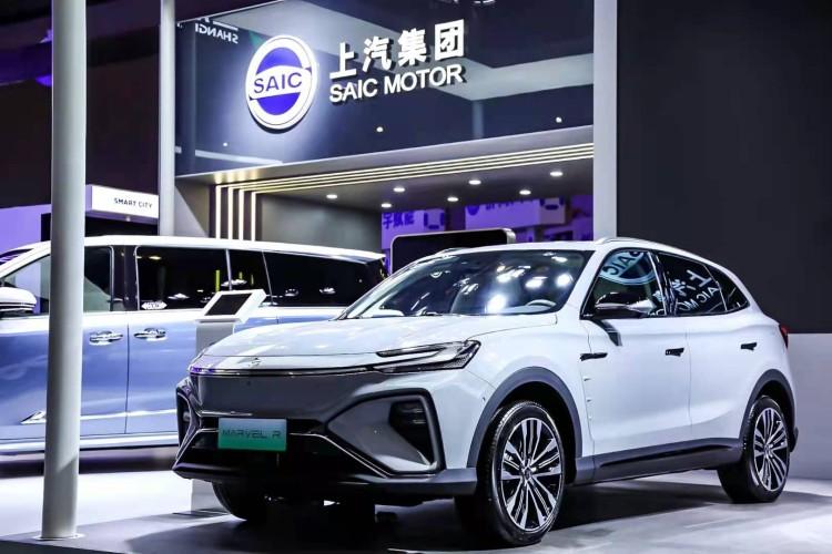 """""""科技创新""""赋能""""上海智造"""" 上汽智能电动汽车闪耀2021上交会"""