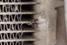 空调不制冷,护板致使散热片(冷凝器)破损导致制冷液泄露