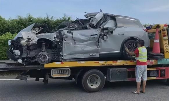 """祸因""""自动驾驶""""?31岁企业家驾驶蔚来ES8不幸身亡"""