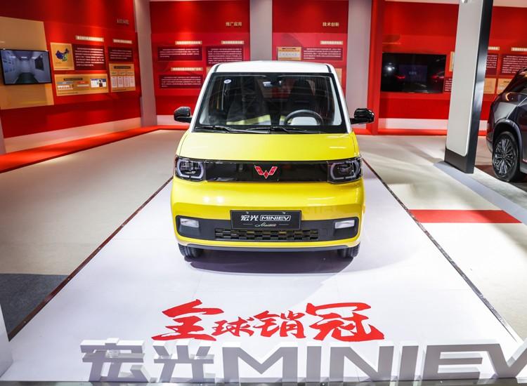 全国装机量最大!上汽通用五菱GSEV 高性能动力蓄电池系统北京亮相