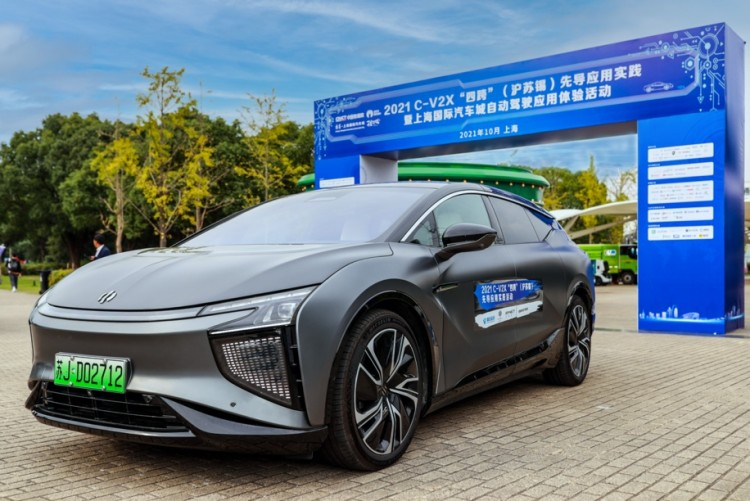 "5G车来了 高合HiPhi X实力亮相2021""新四跨"""