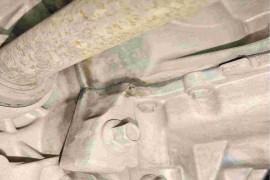 标题:新车发动机与变速箱连接处渗油