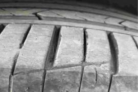 轮胎开裂,急加速不知变速箱还是离合器咯噔咯噔的响