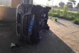 轴承卡死造成车辆翻车人员受伤