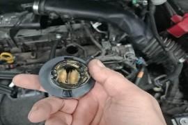 防冻液进入发动机造成发动机损坏
