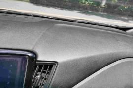 2018年2月购置的雪佛兰科沃兹小轿车仪表台冒油