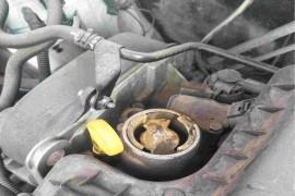 在店里保养用劣质机油对发动机造成伤害