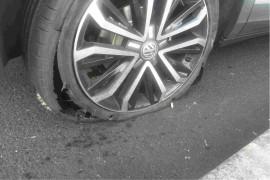 轮胎爆裂,雾灯质量有问题