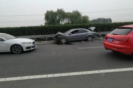 车辆发生严重碰撞,安全气囊无一打开。