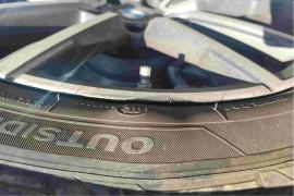 购买一个月宝马3系,发现二条轮胎鼓包。