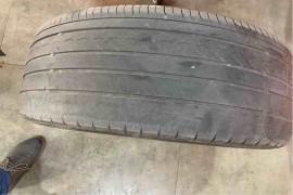 车辆行驶四万公里,后轮磨损严重。