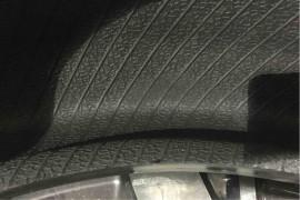 轮胎还在质保期内,出现了鼓包现象,不给赔偿。