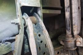 车底盘悬架生锈严重