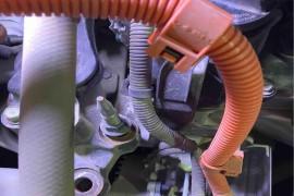发动机畸角螺丝部位断了