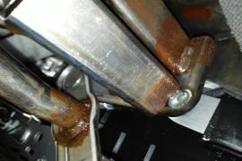 车身严重生锈!减震器及刹车盘摩擦异响!