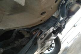 原地或低速踩刹车嘎嘣响,现底盘悬架和底盘