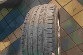 四个车轮轮胎抖动