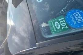 新车前档风镜玻璃损坏
