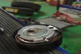 更换的正时皮带一套 张紧轮的内置弹簧段了 正时皮带跳齿