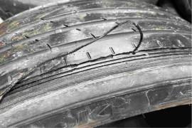 红旗汽车1年半2万6公里吃胎磨损严重,差点爆胎!