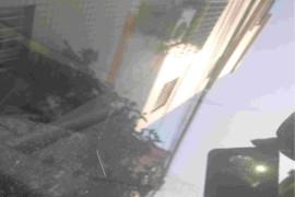 汽车挡风玻璃无缘无故破裂