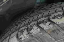 玛莎拉蒂轮胎出现大面积掉落
