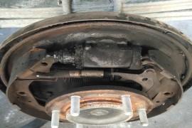 昨天在高速公路上,后轮突然起火,要求江淮公司给免费维修,但是