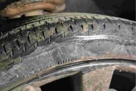 长安马自达&nbsp赣州腾马汽车4s店,2个轮胎先后鼓包