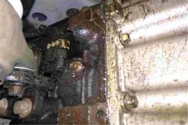 江淮瑞风s5发动机与机油泵处漏油