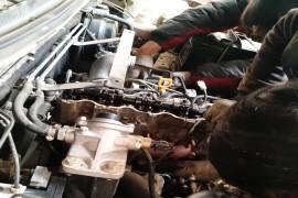 凸轮轴断裂,导致缸盖、正时皮带、轮等损坏,厂家不予保修。