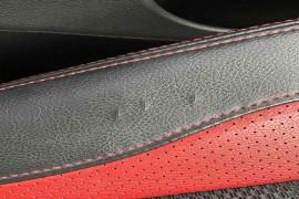 车买了不到两年&nbsp皮质座椅的边上出现裂纹