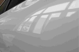 汽车放常州东昇本田4s店保养维修车门被撞