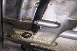 发动机缸体渗油,变速箱漏油