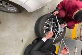 无法补胎,后去4S店拆卸轮胎收费。