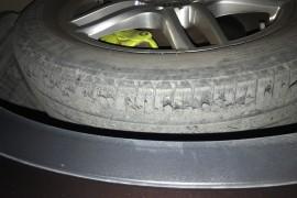 轮胎起皮。脱皮