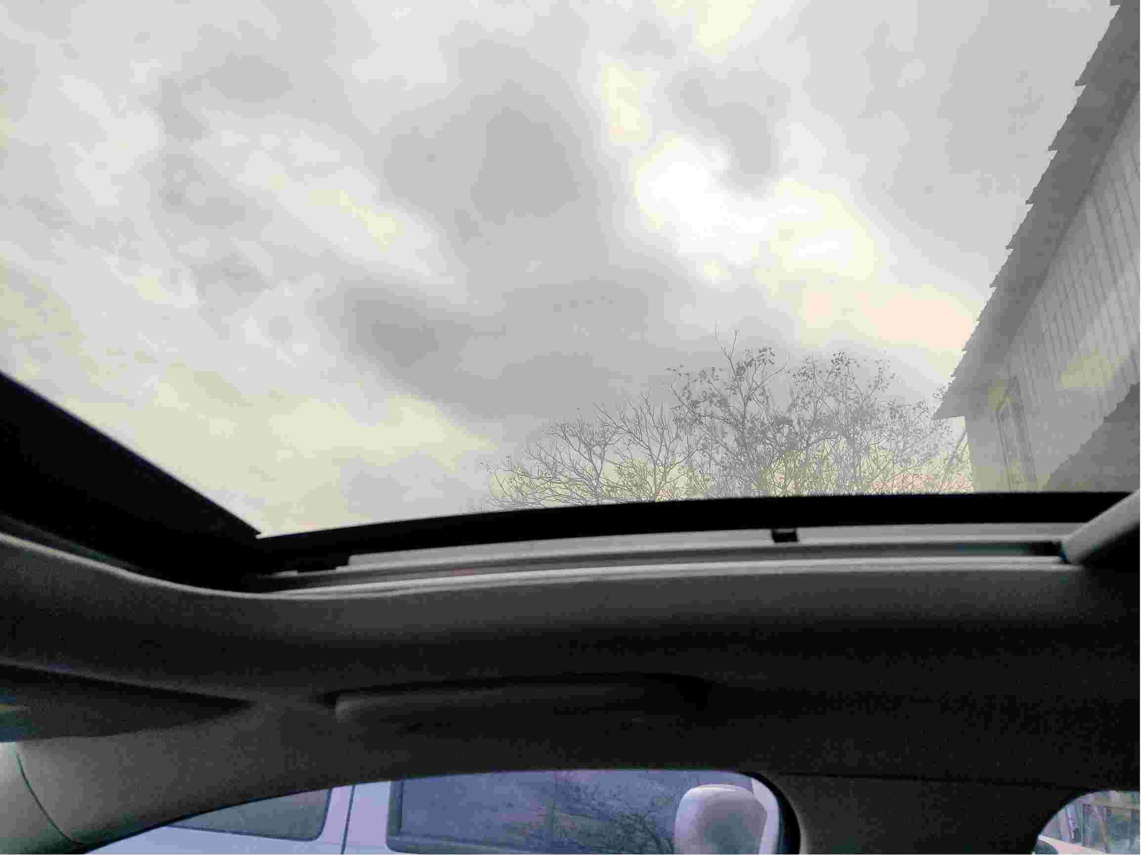 车辆天窗异响