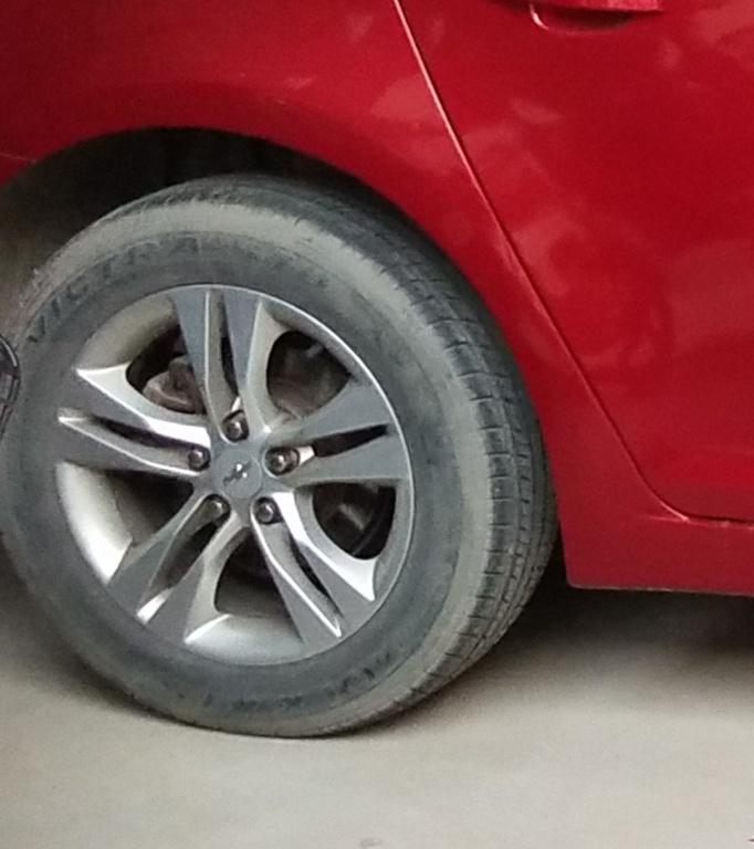 轮胎磨损严重&nbsp踩离合挂挡异响&nbsp行驶顿挫很严重
