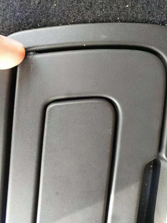 汽车后备箱隔板拉环损坏