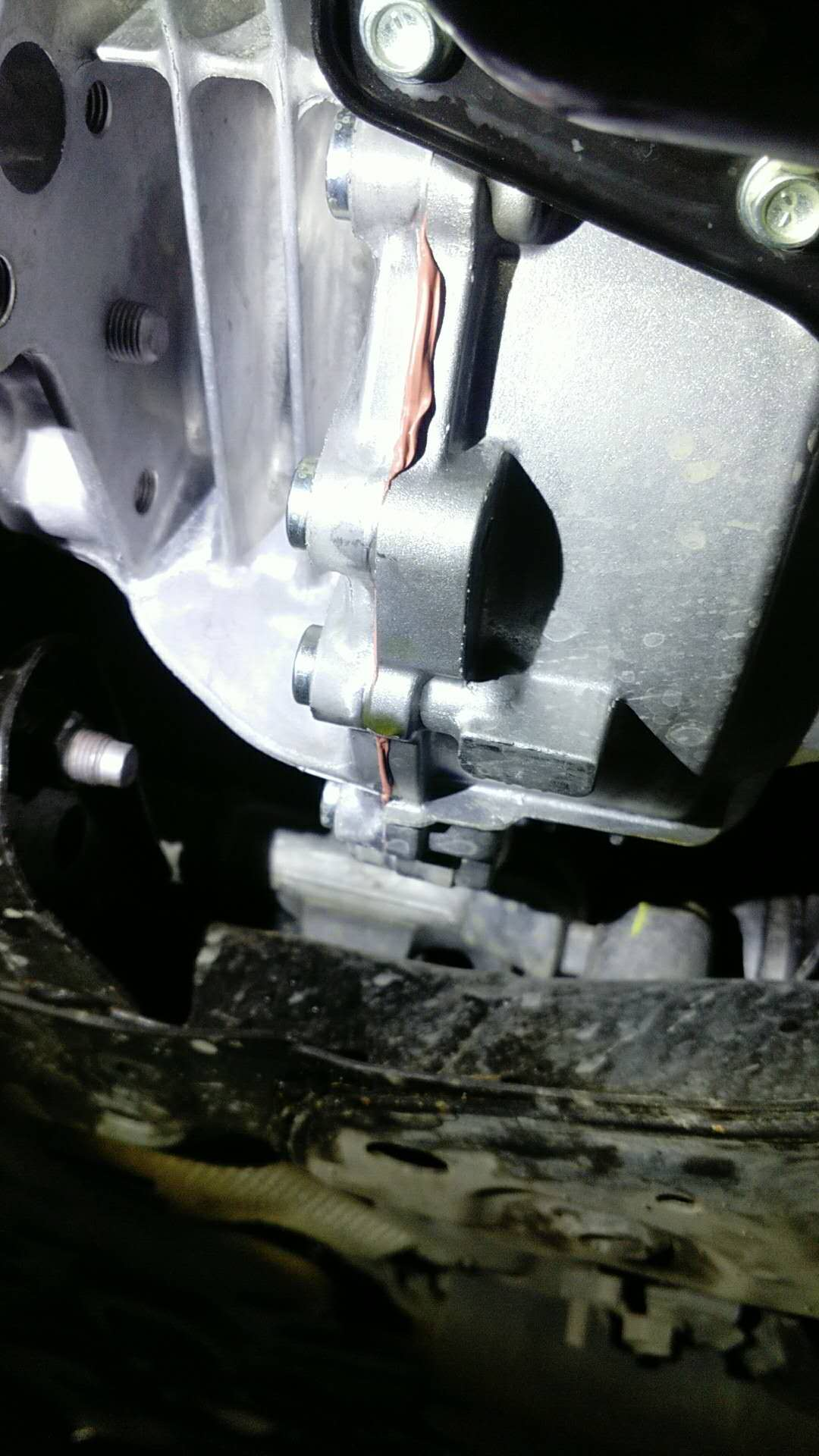 变速箱漏油,厂家最终方案外部打胶