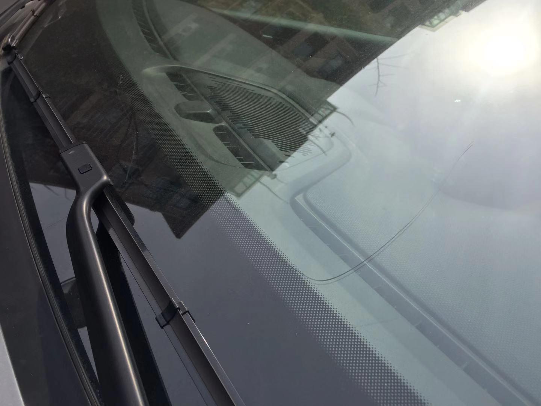 领克02耀pro前挡风玻璃无故开裂