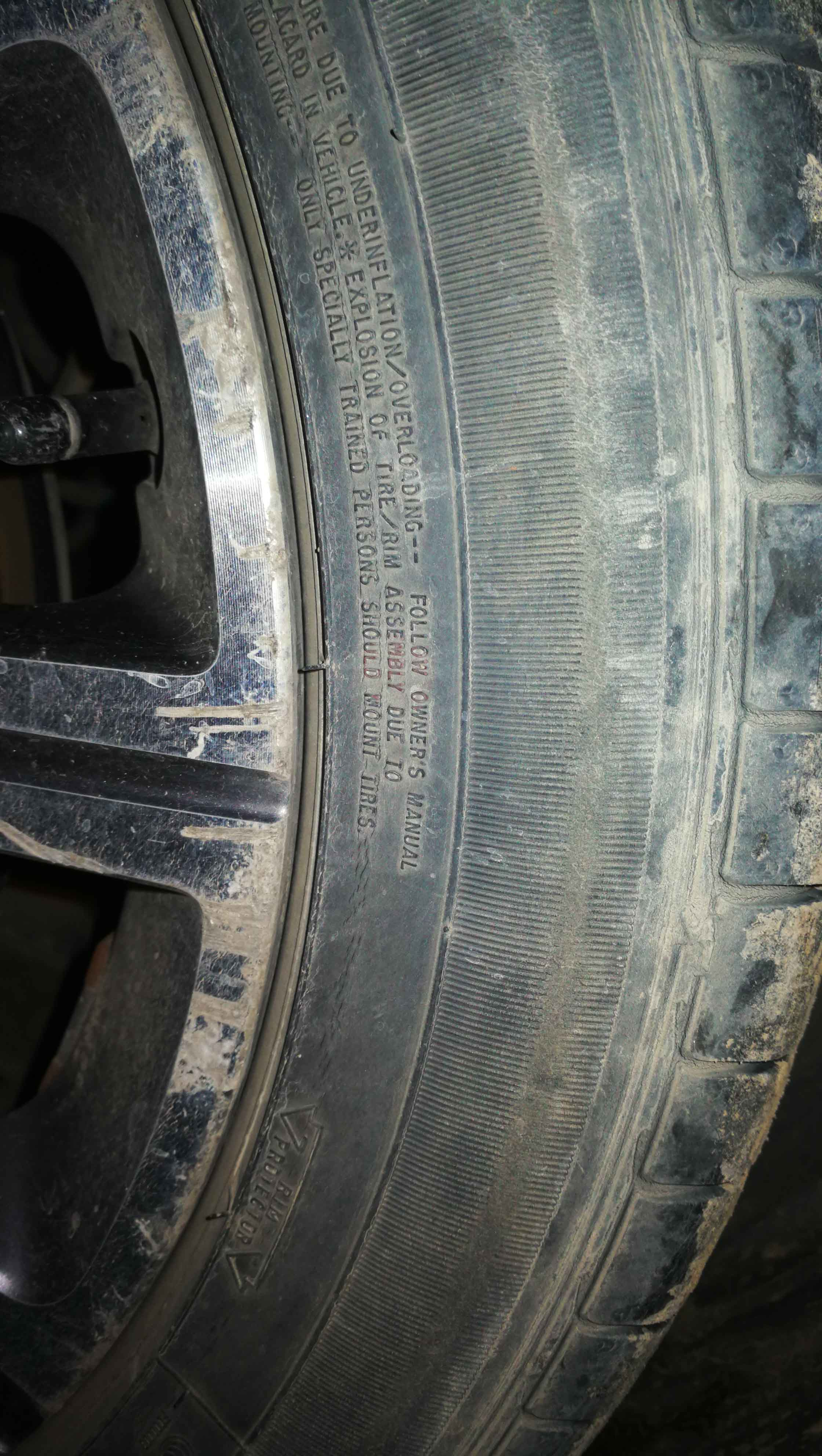408固特异轮胎有裂痕存在安全隐患
