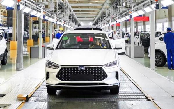 比亞迪e2量產車型下線