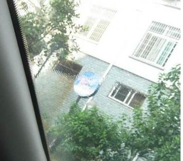 驾驶室前挡风玻璃有水波纹,刹车异响