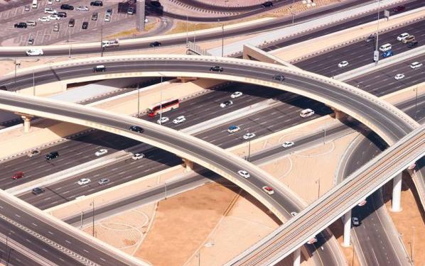 迪拜推广电动车:充电免费