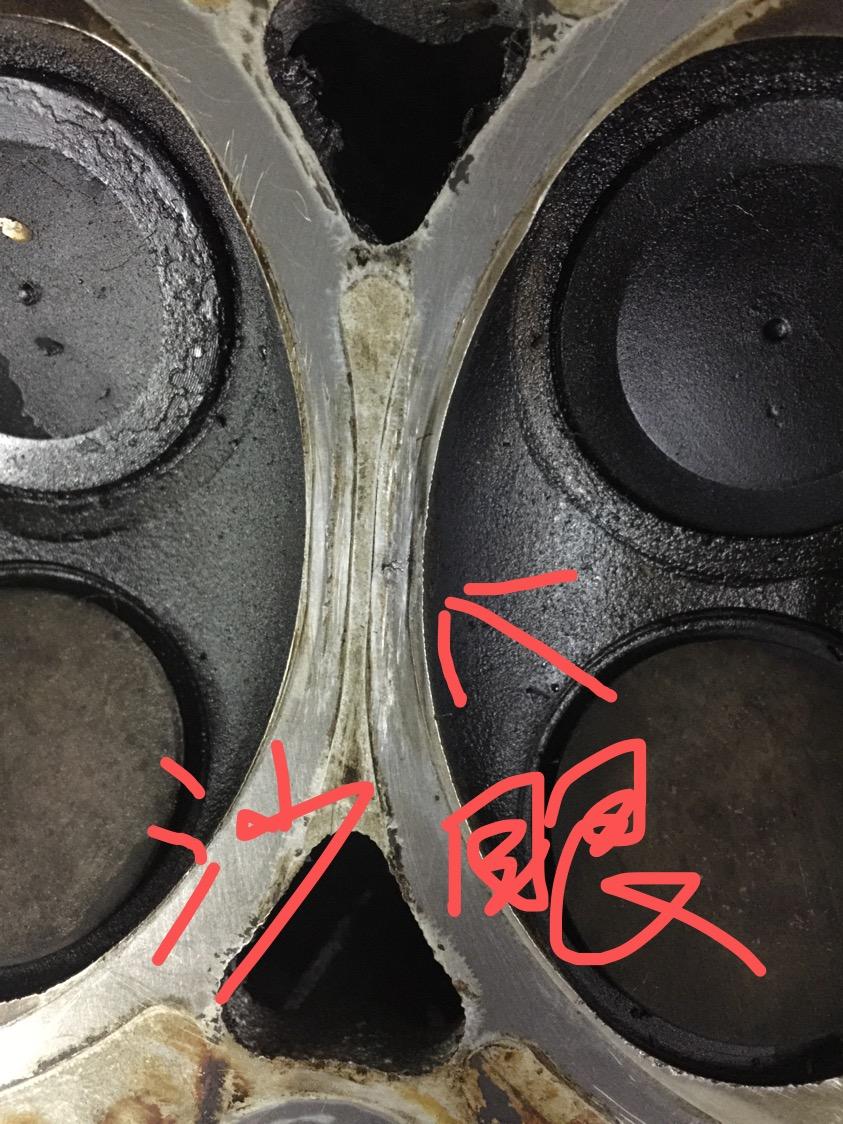 发动机二缸失火抖动,冷却液渗入发动机,质量缺陷,缸盖有沙眼