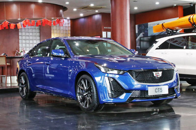 在信阳威佳凯迪拉克购买新车一万公里、三个月不到,出现变速箱漏油