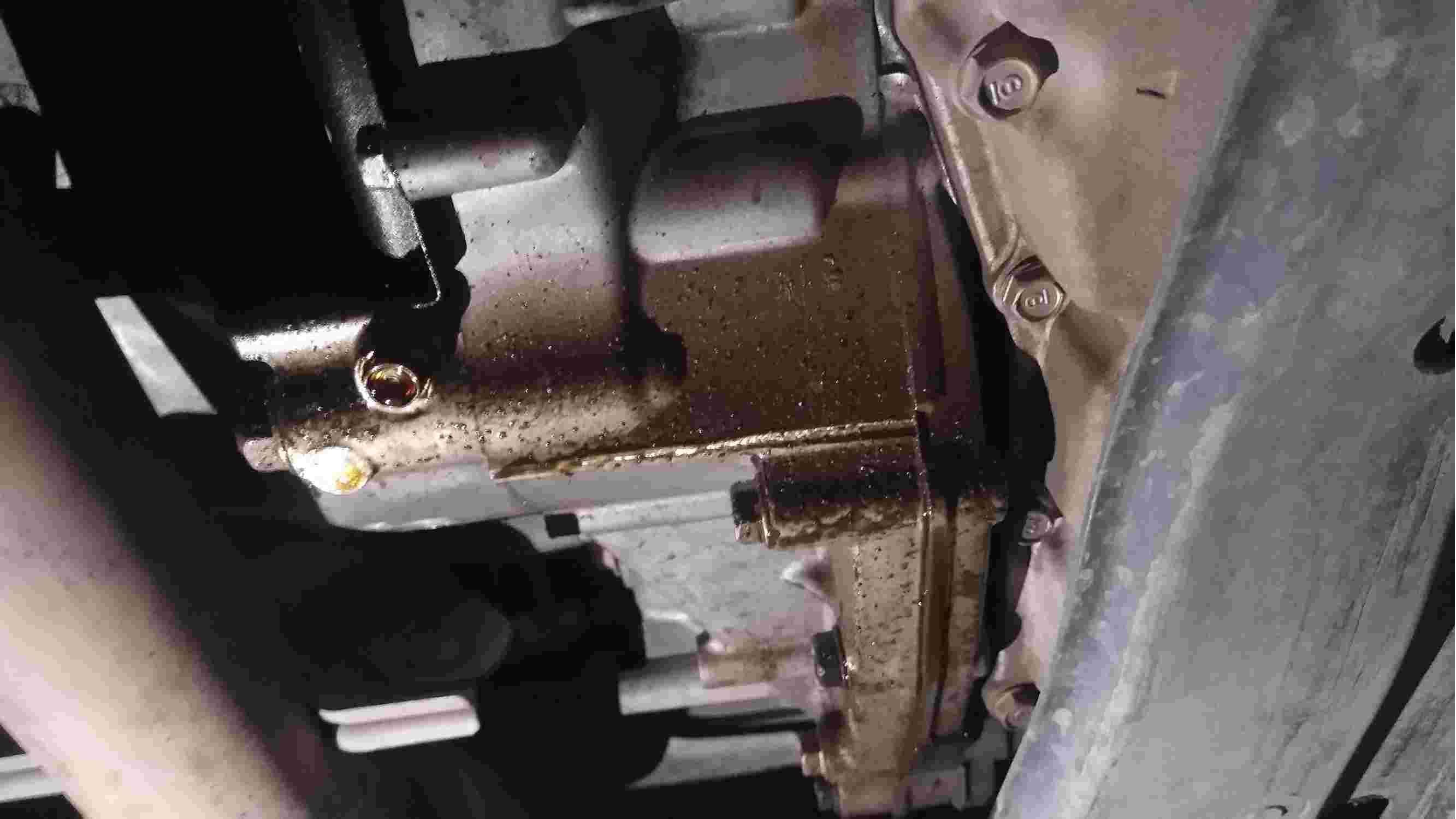 发动机变速箱漏油,厂家态度蛮横